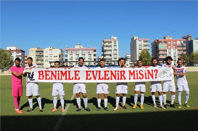 Silifke Belediyesporlu Özcan Özdemir, Maçta Sevgilisine Evlilik Teklif Etti