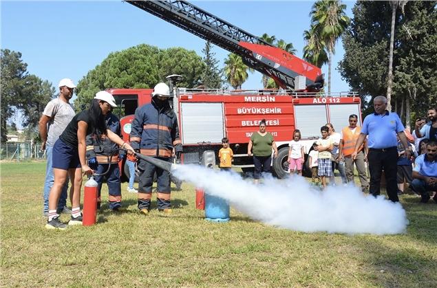 İtfaiye Ekipleri, Yangına Nasıl Müdahale Edileceği Konusunda Çocukları Bilgilendirdi