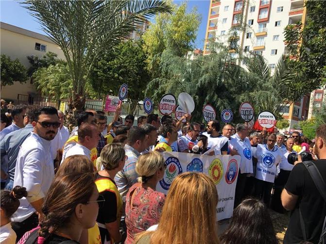 Mersin'de Kadın Öğretmenin Darp Edilmesi Protesto Edildi