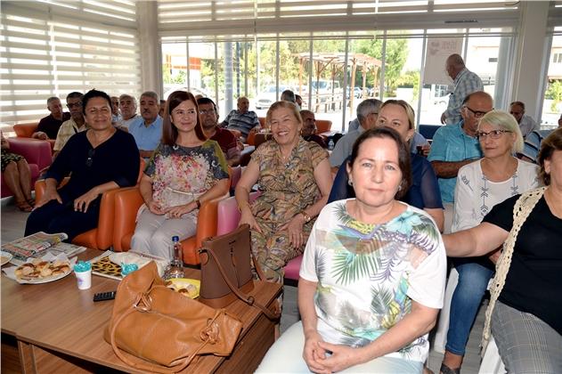 Dünya Yaşlılar Günü'nde Emekliler Evi'nde Konser Keyfi