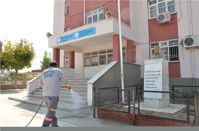 Büyükşehir, Okullarda Sürekli Olarak İlaçlama Yapıyor
