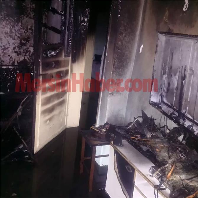 Mersin Tarsus Yeşil Mahalle'de Meydana Gelen Yangında Bir Ev Kullanılmaz Hale Geldi