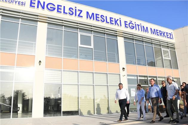 Başkan Seçer, Engelsiz Mesleki Eğitim Merkezi'ni İnceledi