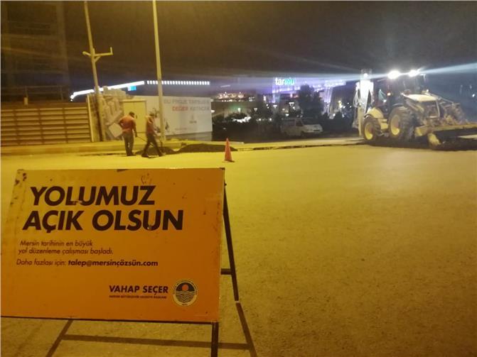 Mersin Büyükşehir Belediyesi Ekipleri, Tarsus'ta Yol, Bakım ve Islah Çalışmalarına Devam Ediyor