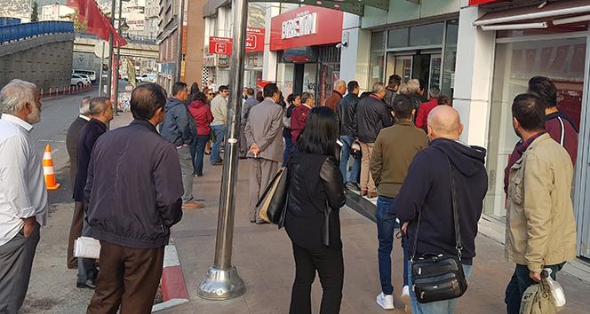 Karabük Belediye Başkanı İşe Geç Gelen Belediye Çalışanlarını İçeriye Almayarak Kapıları Kapattı
