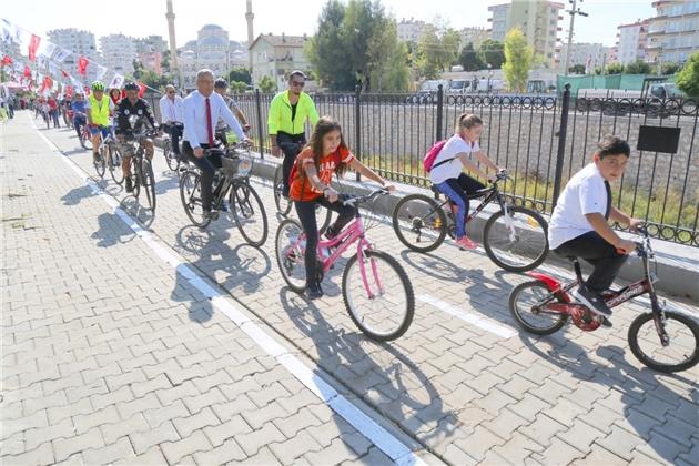 Mezitli'de 1 kilometrelik bisiklet ve yürüyüş yolu açıldı