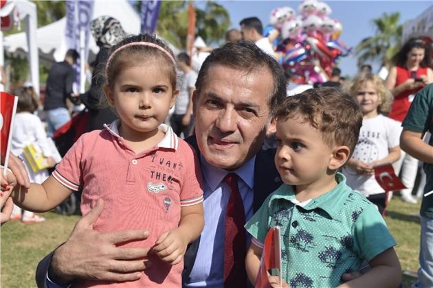 Başkan Abdullah Özyiğit, Cumhuriyet Bayramı'nda Çocuklarla Bir Araya Geldi