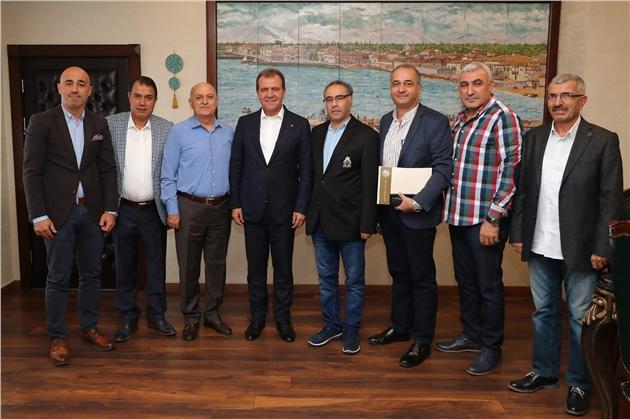 Mersin'de Artık Aydınlatma Direklerinde Reklam Afişleri Asılmayacak