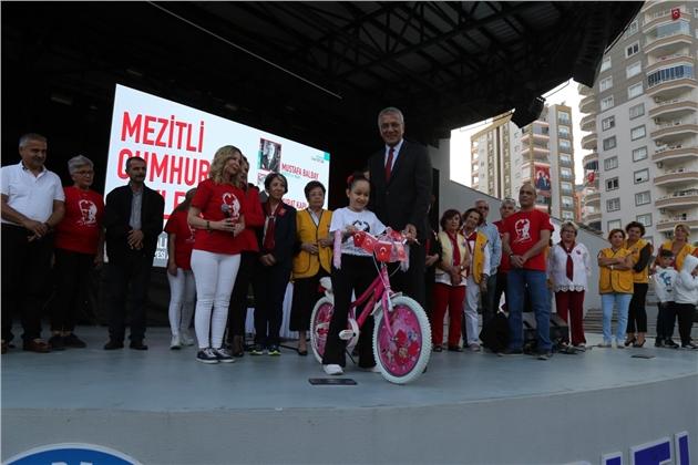 Şiirlerinde Atatürkve Cumhuriyeti Anlatıp Bisiklet Kazandılar