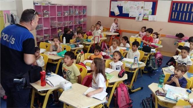 Mersin'de Polis Ekiplerinden İlkokul Ziyareti