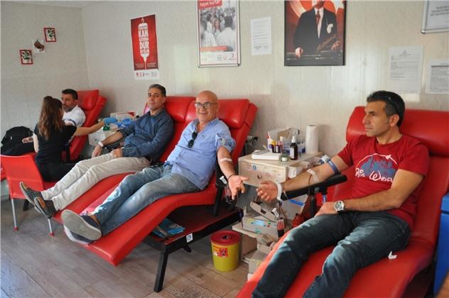 Mersin Büfeciler ve Kantinciler Odası'ndan Kızılay'a Kan Bağışı