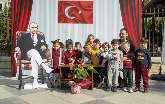 Mersin'de Çocuklar, Atatürk İle Hatıra Fotoğrafı Çektirdi