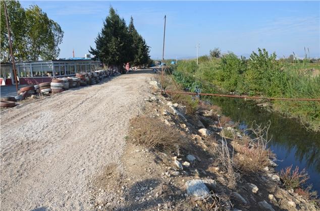 Yoğun Yağışlarda Taşan Kanalın Kenarları Yükseltildi