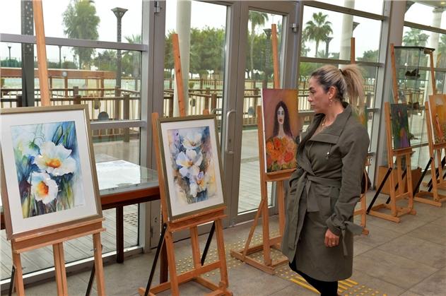 Mersin'de Kadın Sanatçılar Fotoğraflarını Sergiledi