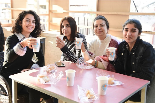 Mersin'de Öğrenciler Sıcak Çorba İle Güne Başlıyor