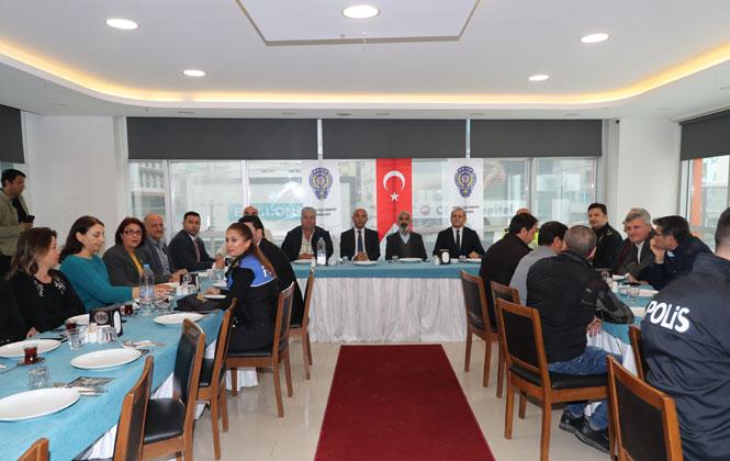 İl Emniyet Müdürü Şahne, Mezitli'de Düzenlenen Huzur Toplantısı İle Vatandaşla Bir Araya Geldi