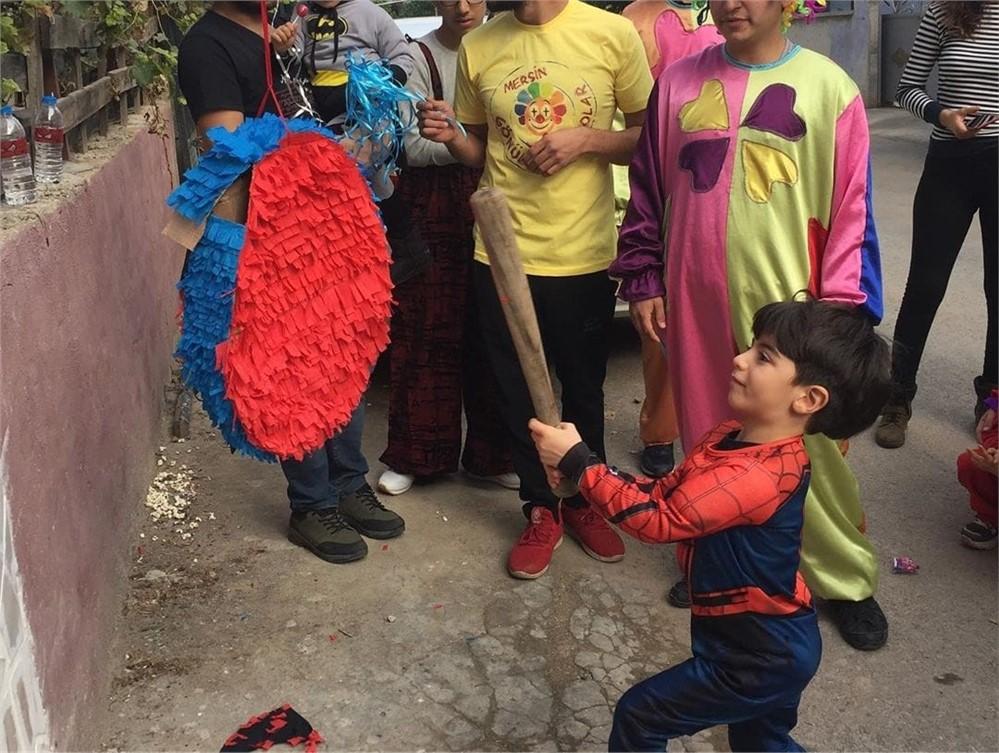 Mersin Gönüllü Palyaçolar SSPE Hastası Minik Yusuf'un İsteğini Yerine Getirdiler