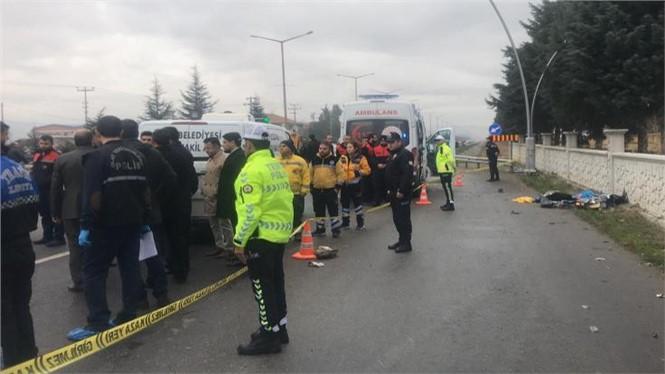 Uşak'ta Durakta Bekleyenlere Otomobil Çarptı 3 Ölü