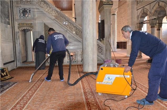 Büyükşehir'den, Tarsus'taki Camilerde Kapsamlı Temizlik