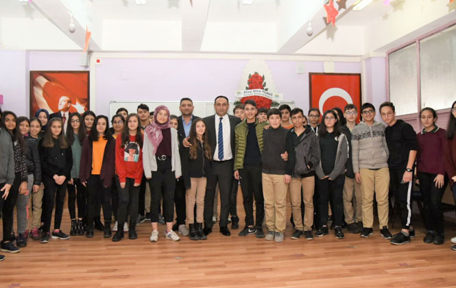 Toroslar Belediye Başkanı Yılmaz, Kariyer Günlerinde Öğrencilerle Buluştu