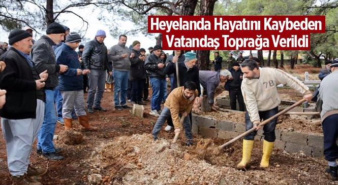 Mersin'de Heyelanda Hayatını Kaybeden İbrahim Öngel Toprağa Verildi
