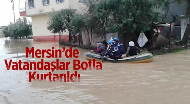 Mersin'de Selde Mahsur Kalan Vatandaşlar Botlarla Kurtarıldı