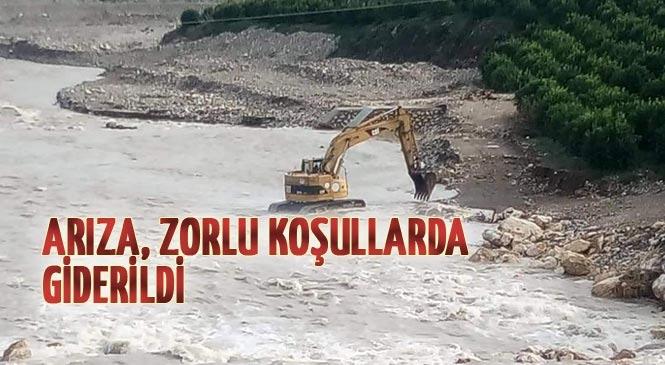 Mersin Erdemli Çeşmeli Mahallesinde Su Arızası Zor Şartlarda Giderildi