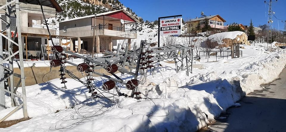 Mersin Çamlıyayla'da 250 Elektrik Direği Devrildi
