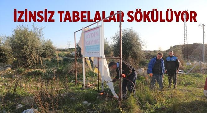 Erdemli'de İzinsiz Tabelalar Sökülüyor