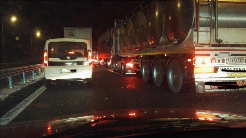 Eminlik - Pozantı Arası Otoyolda Zincirleme Trafik Kazası