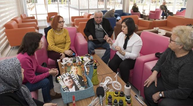Emekliler, Atık Malzemelerden Yeni Eşyalar Üretiyor