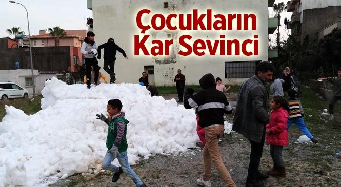 Mersin'de Çocukların Kar Sevinci