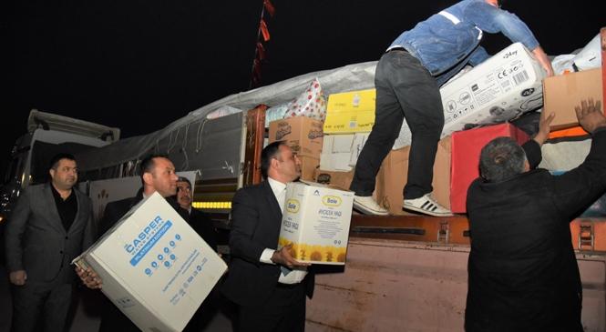 Toroslar Belediyesi'nin Yardım Tırı Afet Bölgesine Gönderildi