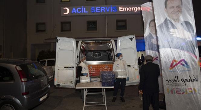 """Mersin Büyükşehir, """"1 Ekmek 1 Çorba"""" İle Artık Akşamları Acil Servis Önlerinde De Hizmet Veriyor"""