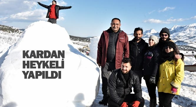 Bu Yıl İlki Düzenlenen Toroslar Kar Festivalinde Yerli Oto TOGG'un Kardan Heykeli Yapıldı