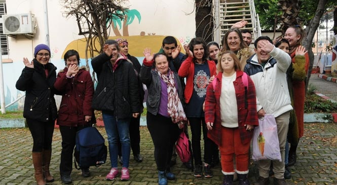 Özel Bireyler Emin Ellerde! Mersin Yenişehir Belediyesi'nden Özel Bireylere Servis Hizmeti