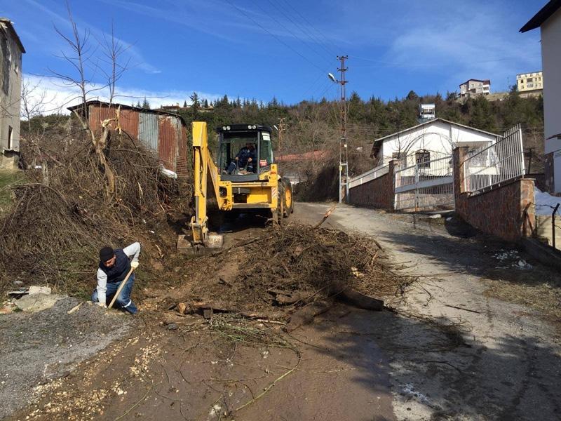 Çamlıyayla İlçe Belediyesi Ekiplerince, Kent Genelinde Yapılan Temizlik İşleri Devam Ediyor