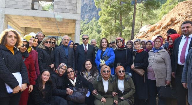 Mersin Valisi Ali İhsan Su ve TBMM Plan ve Bütçe Komisyonu Başkanı Elvan, STK Temsilcileri ile Bir Araya Geldi