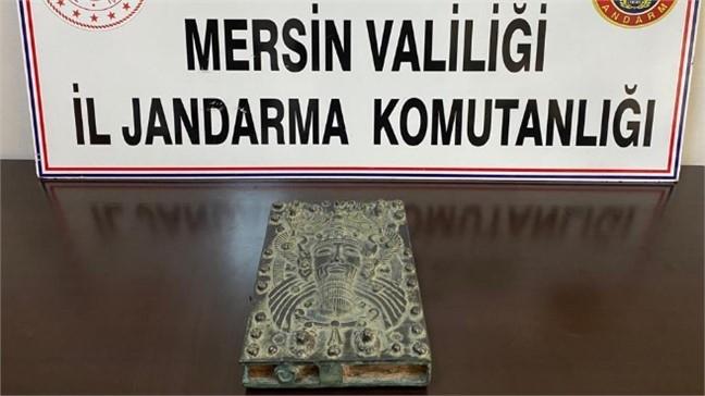 Jandarma Mersin Akdeniz'de, 4 Bin Yıl Öncesine Ait Kitabı Satmak İsteyen Kaçakçıları Yakaladı