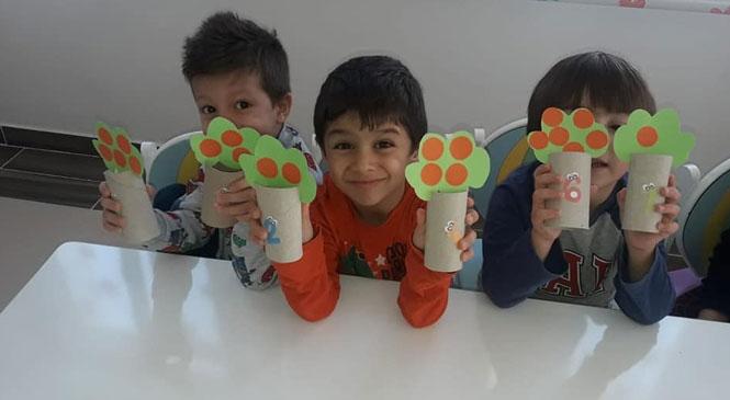 Toroslar Belediyesi Şehit Jandarma Durmuş Tek Kreş ve Gündüz Bakım Evi'nde Çocuklar Eğlenirken Öğreniyor.