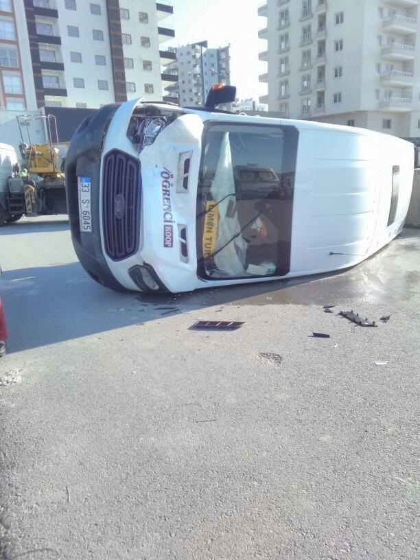 Mersin Erdemli'de Kaza Yapan Öğrenci Servisi Devrildi; Yaralılar Var!