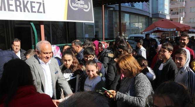 Başkan Tollu'dan Sınava Girecek Öğrencilere Sürpriz Ziyaret