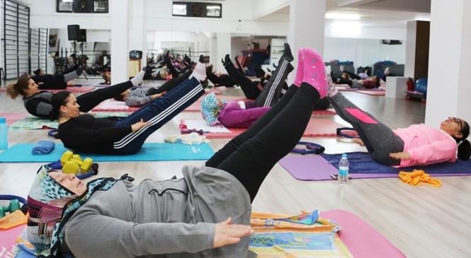 Toroslar'da Kadınlar Spor Alışkanlığı Kazandı