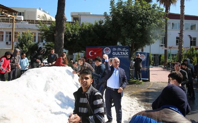 Akdeniz Belediyesi'nden Çocuklara Kar Sürprizi