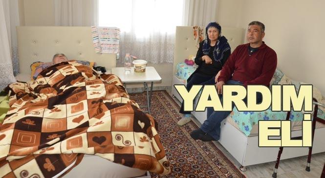 Mersin Tarsus'ta Felçli Çiftin Yaşadıkları Evin Ön Bölümü ve Bahçesi Ambulansın Rahat Giriş Yapması İçin Asfaltlandı