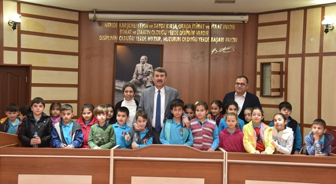"""Başkan Kılınç Çocuklara """"Belediye Başkanlığını"""" Anlattı"""