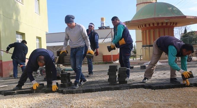 Erdemli Belediyesinden Çiriş Camisine Parke Yol Hizmeti