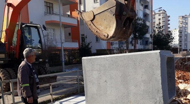 Mersin Büyükşehir Belediyesinden Silifke'de Yol Genişletme Çalışması
