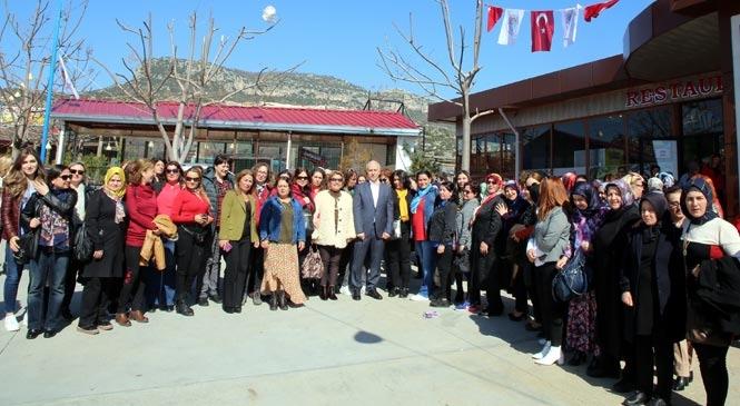 Akdeniz Belediye Başkanı M. Mustafa Gültak, 8 Mart'ta Kadınlarla Buluştu