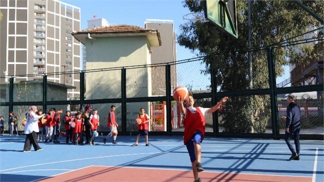 Akdeniz'de Tenis ve Basketbol Kurslarına Yoğun İlgi